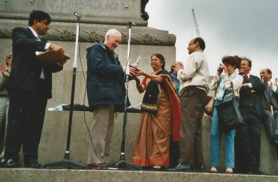 Tony receiving the Lord Parshvanath Award at Trafalgar Square. It is being presented by late Sudha Mehta and Kumudbhai Mehta